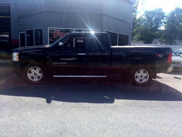 2009 Chevrolet Silverado 1500 LS Ext. Cab 4-Door Short Bed 4WD
