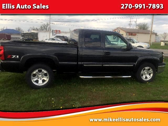 2004 Chevrolet Silverado 1500 LT Ext. Cab Short Bed 4WD