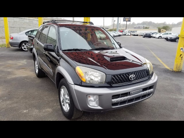 2003 Toyota RAV4 SPORT COMES WITH 90 DAYS OR 3000 MILEAGE WARRANTY.
