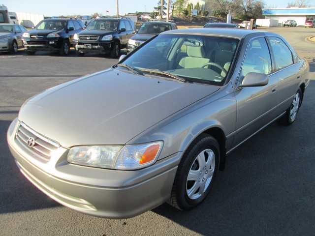 2001 Toyota Camry LE COMES WITH 30 DAYS OR 1000 MILEAGE WARRANTY WIT
