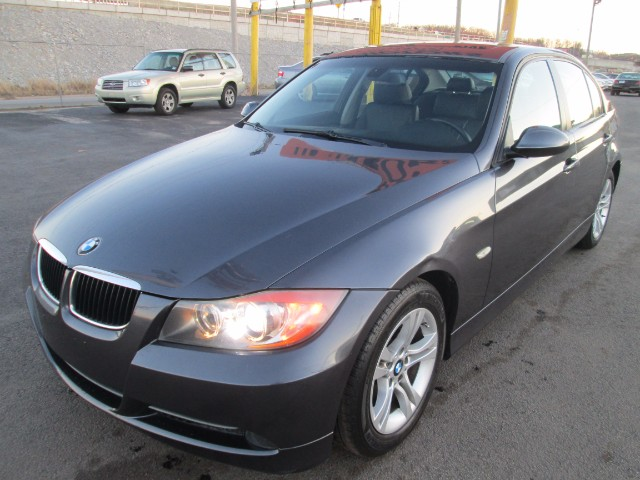 2008 BMW 3-Series 328i super clean comes wit 90 days or 3000 mileage