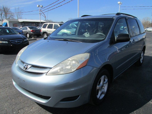 2007 Toyota Sienna 5dr 7-Pass Van V6 LE FWD (Natl)
