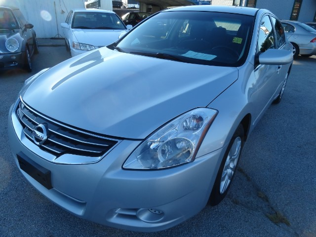 2010 Nissan Altima 2.5 S AUTO 1 YEAR OR 12000 MILEAGE WARRANTY