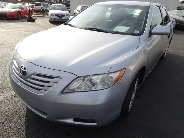 2009 Toyota Camry SE 5 SPEED MANUAL TRANSMISSION COMES WITH 6 MONTH