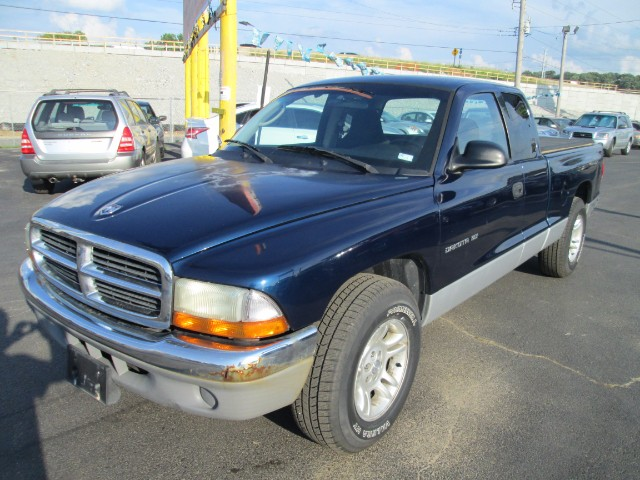 2001 Dodge Dakota CLUB CAB 2WD COMES WITH 6 MONTHS OR 6000 MILEAGE W