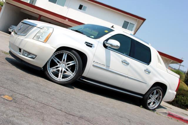 2007 Cadillac Escalade EXT Visit Platinum Motors online at wwwplatinummotorsonlinecom to see more