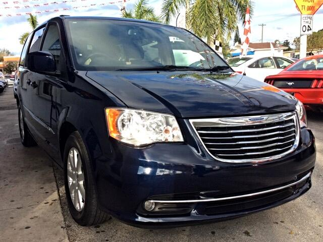 2013 Chrysler Town  Country GREAT SELECTION OF HIGH QUALITY VEHICLES AT THE LOWEST PRICE WE FINAN
