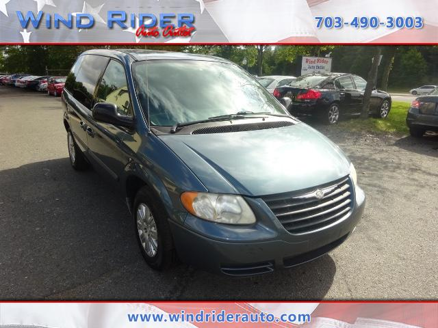 2006 Chrysler Town & Country Base