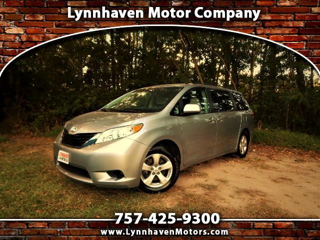 2014 Toyota Sienna 8 Passenger LE, Rear Camera, 29k Miles, 1 Owner !