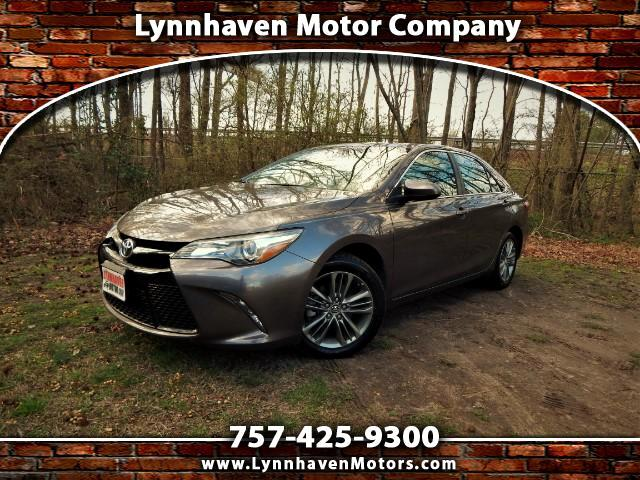 2015 Toyota Camry SE w/ Navigation, Sunroof, Camera, Only 24k MIs!