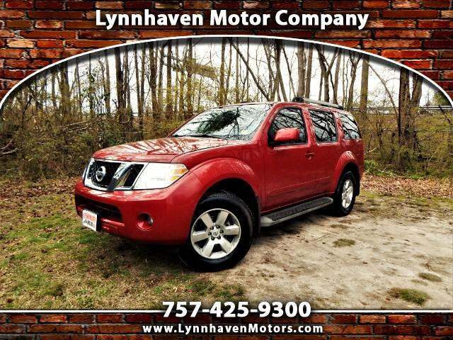 2011 Nissan Pathfinder SE 4WD, Power Sunroof, 3rd Row Seat, Rear Camera !