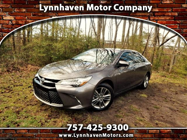 2015 Toyota Camry SE w/ Navigation, Sunroof, Only 17k Miles!