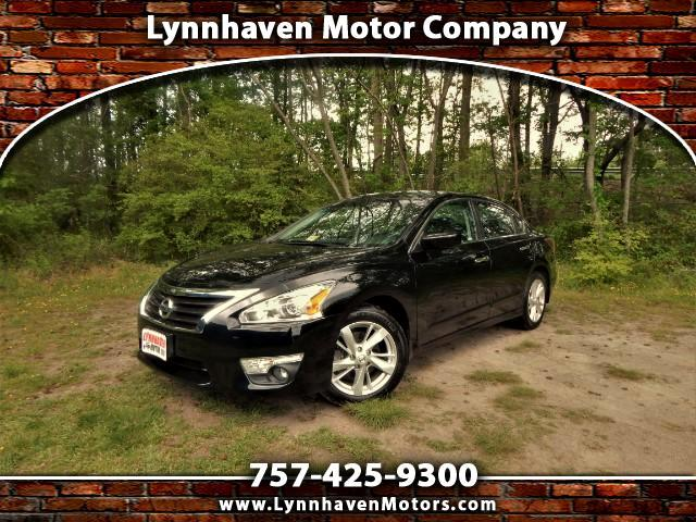 2015 Nissan Altima SV w/ Rear View Camera, Bluetooth, Only 20k Miles!