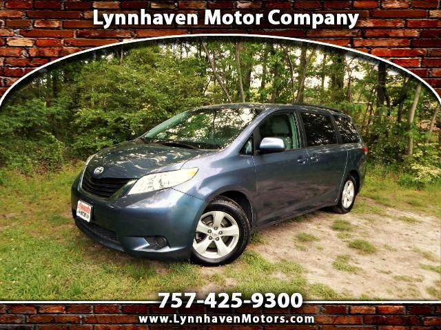 2014 Toyota Sienna LE 8 Passenger, Rear Camera, 28k Miles, 1 Owner !