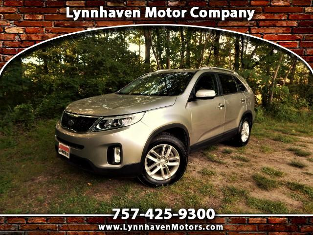 2015 Kia Sorento LX w/ 3rd Row Seating, Rear View Camera, Only 26K