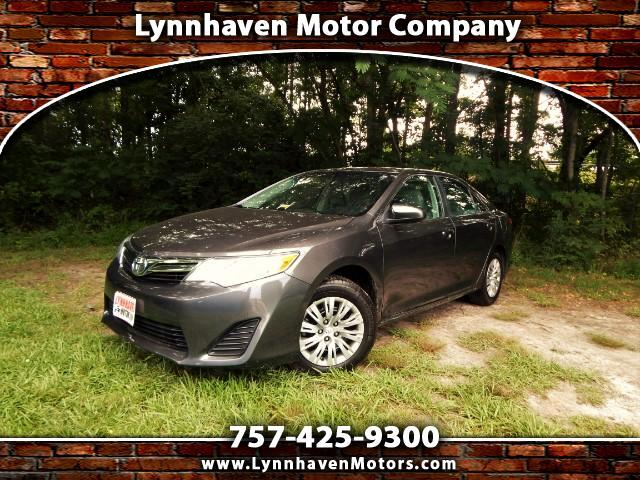 2014 Toyota Camry LE w/ Rear Camera, Bluetooth, Only 20k miles, 1 Ow