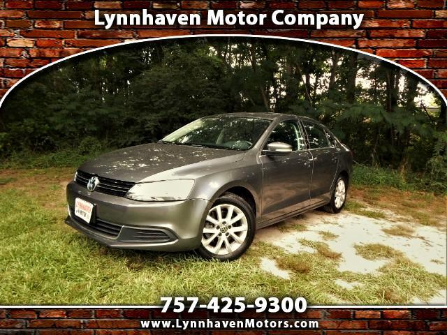 2014 Volkswagen Jetta Sunroof, Leather Int.,Rear View Camera,28k Miles!