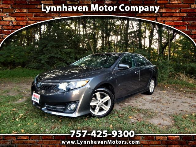 2013 Toyota Camry SE w/ Navigation, Sunroof, Bluetooth, 26k miles!