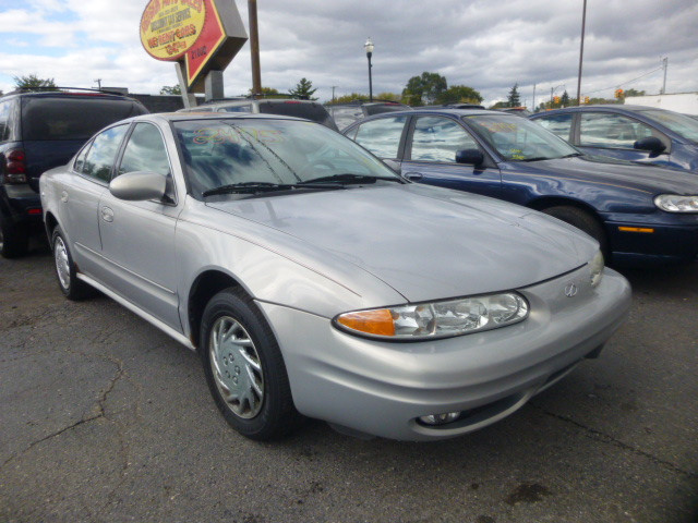 2000 Oldsmobile Alero GL1 Sedan