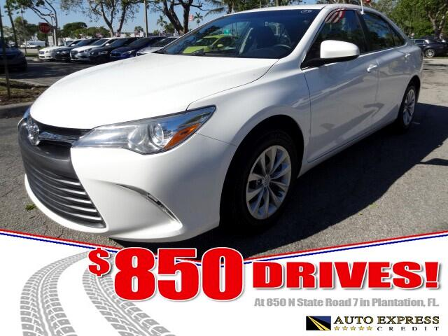 2016 Toyota Camry The Toyota Camry reigns as Americas best-selling car despite zealous competition