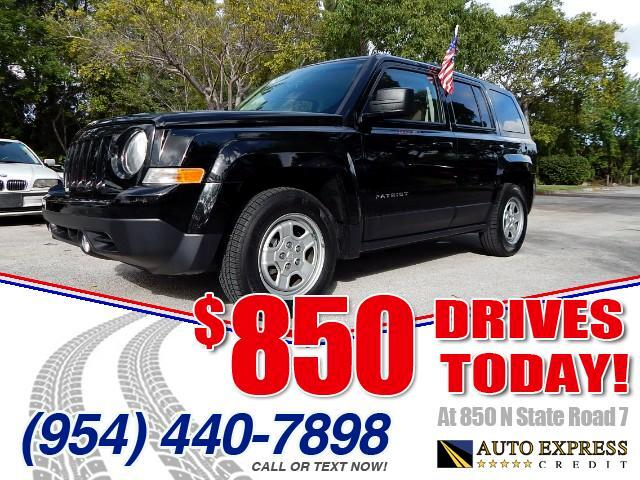 2014 Jeep Patriot The 2014 Jeep Patriot is unmistakably from the Jeep garage as demonstrated by its