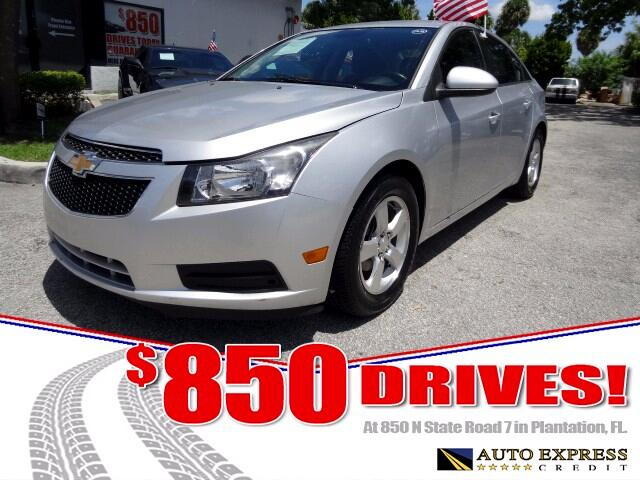 2013 Chevrolet Cruze The Chevrolet Cruze is an excellent choice among compact sedans-It offers a