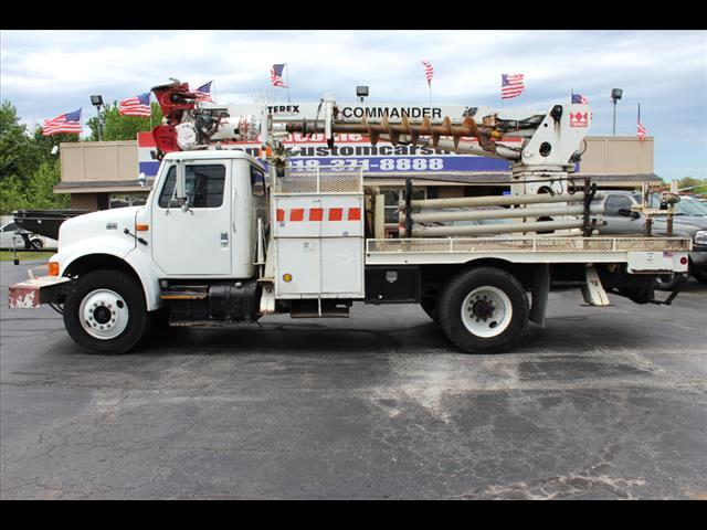 2001 International 4900 Conventional Cab Digger Derrick