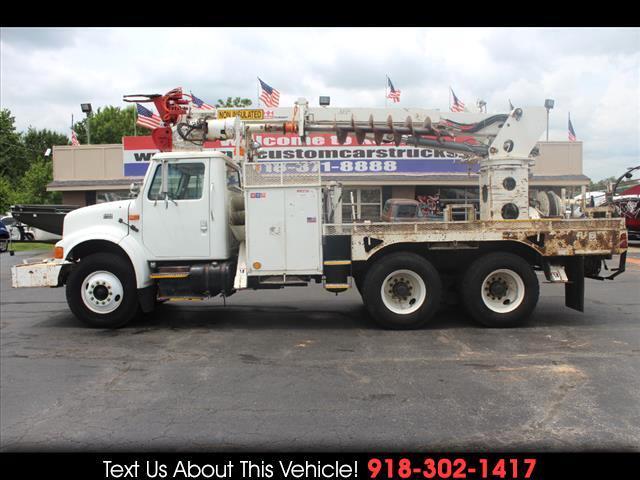 2000 International 4900 Standard Cab Digger Derrick