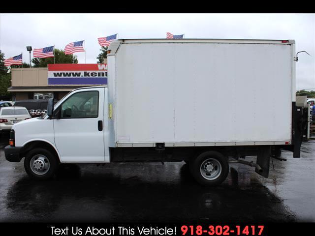 2008 Chevrolet Express G3500 Regular Cab Cutaway Box Van