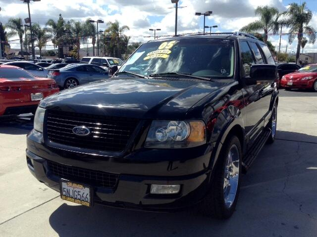 2005 Ford Expedition Visit Sus Amigos Auto Center online at wwwsusamigosautosalescom to see more p