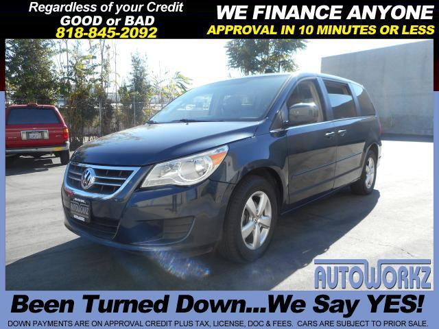 2009 Volkswagen Routan PRICE RIGHT EXTRA CLEAN GREAT FOR THE FAMILY Join our Family of satisfied cus