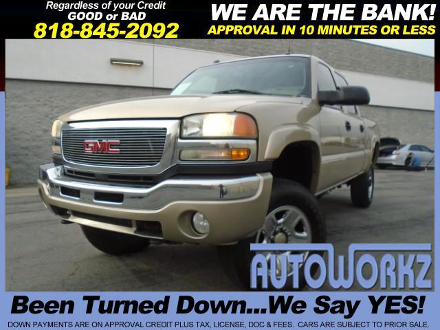 2004 GMC Sierra 2500HD WOW CHECK THIS ONE OUT LEATHER FULL POWER 4 WHEEL DRIVE Join our Family of sa