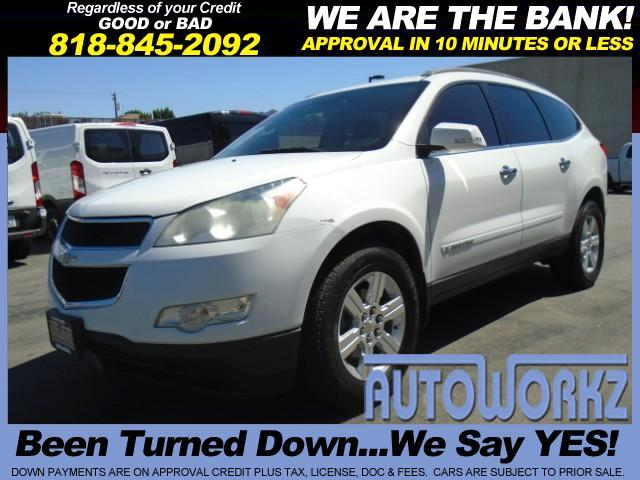 2009 Chevrolet Traverse WOW CHECK THIS ONE OUT WHITE WITH BLACK LEATHER BACK UP CAMERA  3RD SEAT G