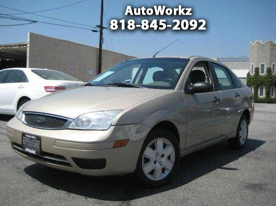 2007 Ford Focus WOW CHEAP GAS SAVER CAR GREAT ON GAS AND INSURANCE AUTO AC AND MORE GIVE US A CALL F