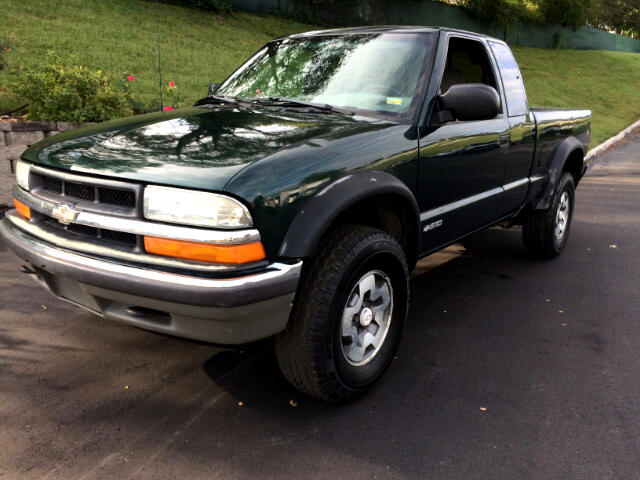 2002 Chevrolet S10 Pickup LS Ext. Cab 4WD