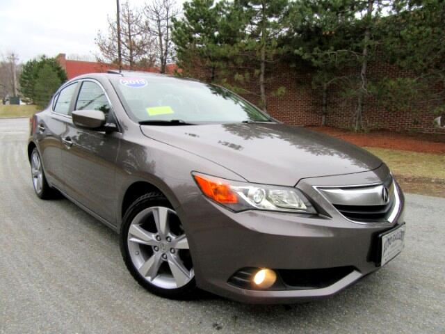 2013 Acura ILX 5-Spd AT w/Technology Package Navigation