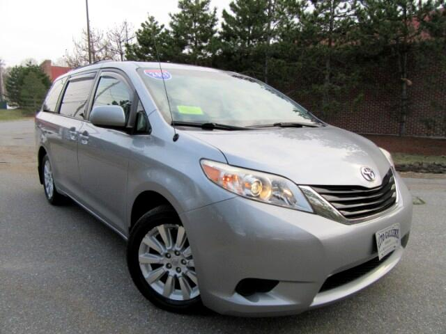 2011 Toyota Sienna LE AWD 7- Pass V6  DVD Entertainment