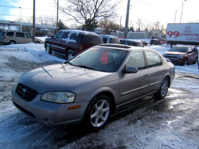 2000 Nissan Maxima has leather moon roof cd player windows locks tilt cruise loaded runs great ver