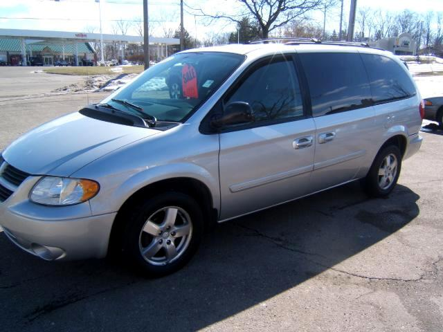 2007 Dodge Grand Caravan has stow and co seating rear air power sliders power rear gate cd player p