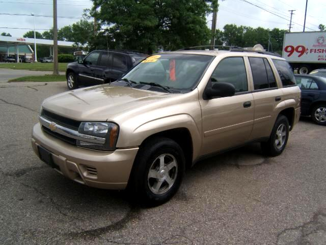 2006 Chevrolet TrailBlazer only 96k 4x4 like new inside and out loaded power windows cd player sea