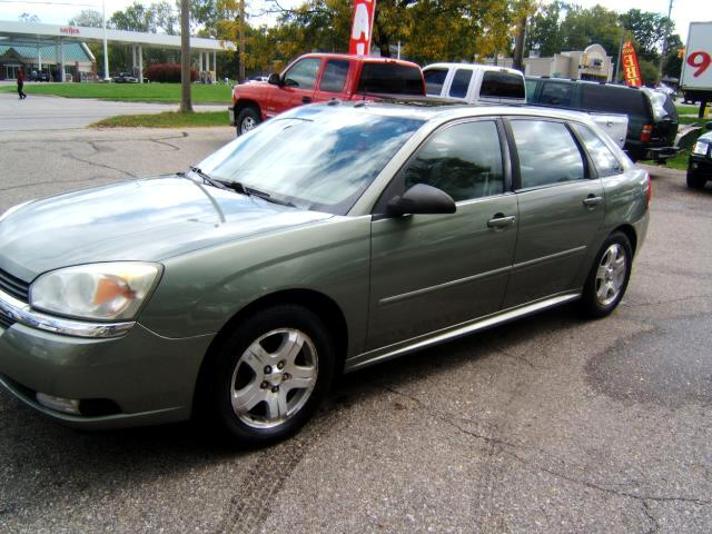 2005 Chevrolet Malibu Maxx a sharp car 2 sun roofs power and heated seats cd pla