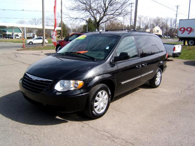 2006 Chrysler Town  Country spotless inside and out very sharp loaded leather cd player power bo
