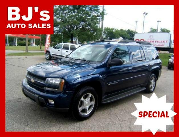 2004 Chevrolet TrailBlazer has a4x4 third seat tow package new tires spotless inside and out sharp