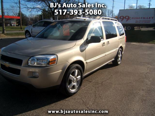 2008 Chevrolet Uplander has a rear entertainment center dvd player cd player very sharp inside and