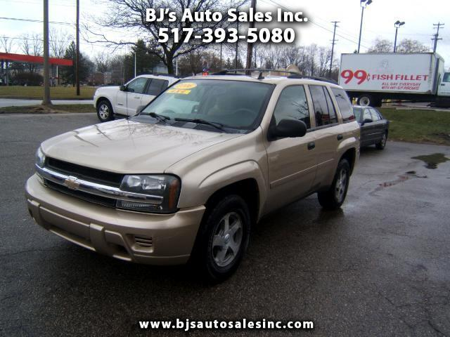 2006 Chevrolet TrailBlazer has 4x4 power windows cd player locks tilt cruise alloy wheels tow packa