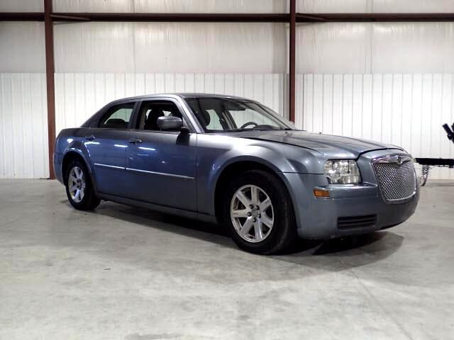 2007 Chrysler 300 SEDAN LOW MILES ONLY 130K CLEAN AFFORDABLE CAR!