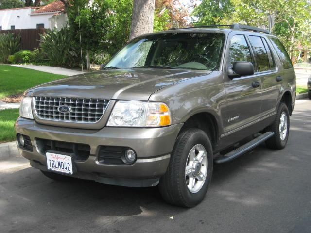 2005 Ford Explorer 2005 Ford Explorer XLT Sand with Tan Leather interior V6 Automatic with Advance