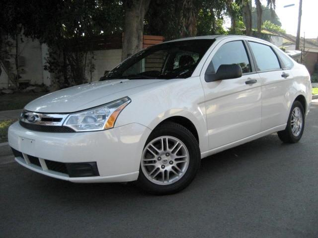 2010 Ford Focus This 2010 Ford Focus SE is LIKE NEW White with Black Interior Its 4 Cylinder 20 L