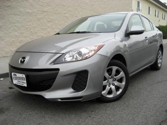 2013 Mazda MAZDA3 This 2013 Mazda 3 i SV Sedan is Gray with Black Interior ONE OWNER VEHICLE UP TO
