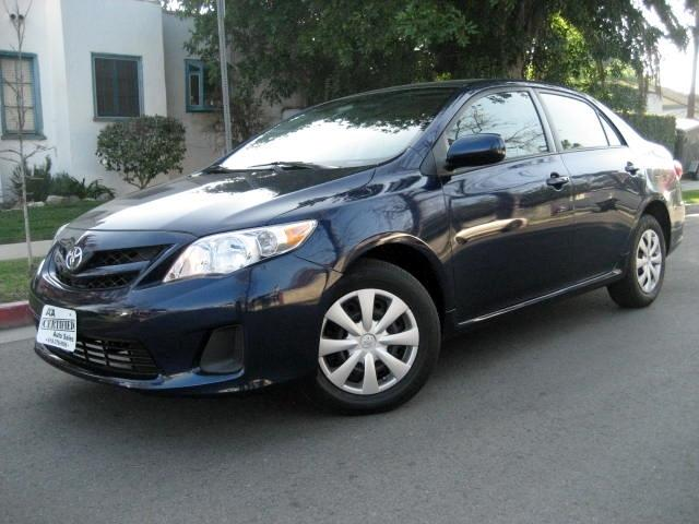 2011 Toyota Corolla This 2011 Toyota Corolla LE is Blue with Gray Interior comes equipped with a GAS